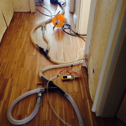 Vysoušení podlahy pod dřevěnou podlahou