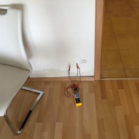 Odporové měření vlhkosti konstrukce podlahy s tepelnou izolací